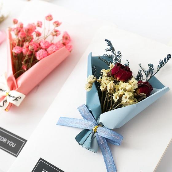 Dried lantern flower greeting card to China